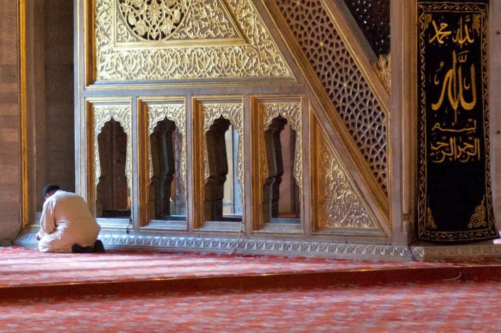 man praying ummayad mosque damascus