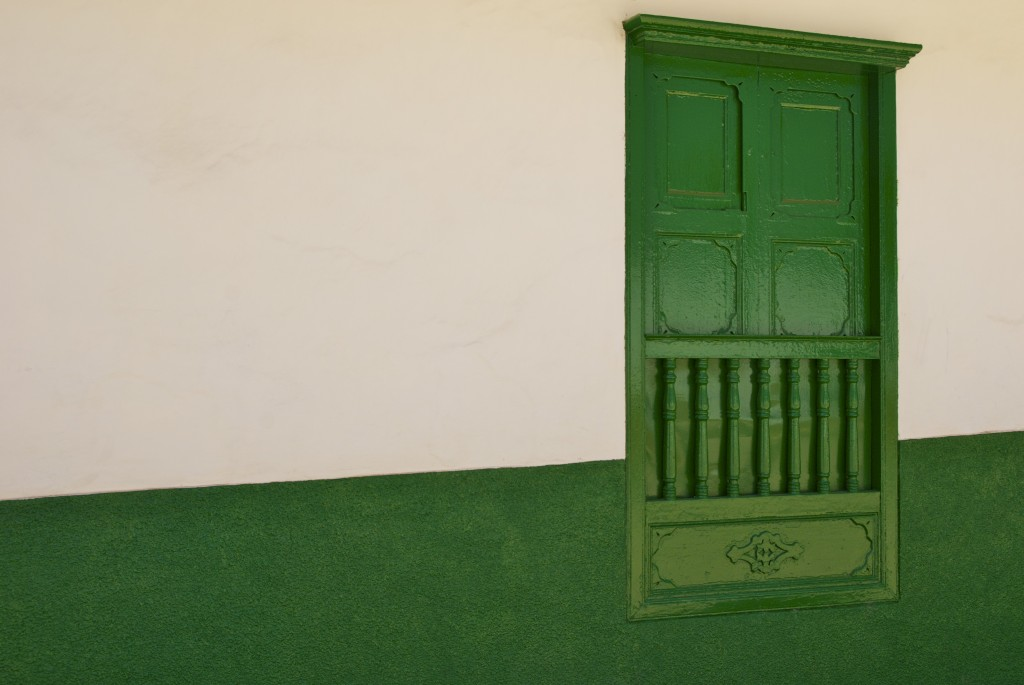 photo of green door in Barichara, Colombia