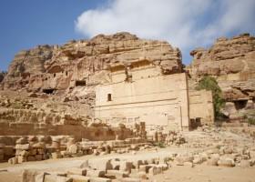 roman ruins petra jordan