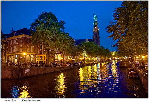 the beauty of the canals at night - Some rights reserved by Μøỳαл_Bгεлл