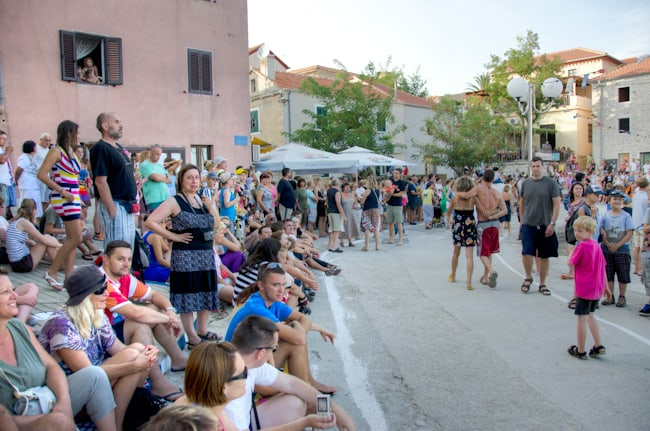 crowd for donkey race in croatia