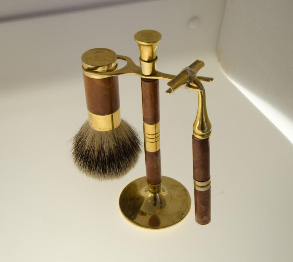 museum of broken relationships exhibit shaving kit