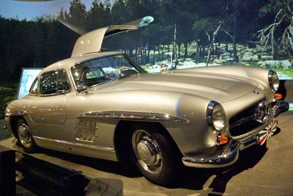 A winged door Mercedes