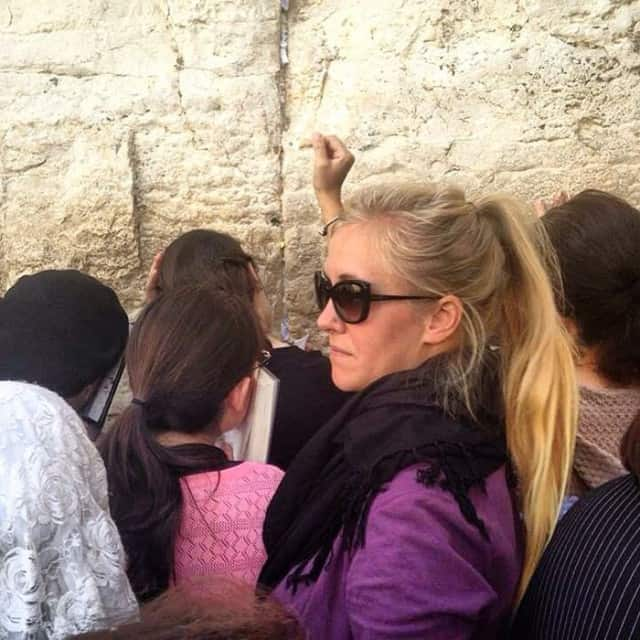 placing a prayer in the Western Wall