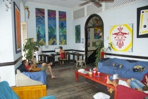 luna's castle hostel panama city community room