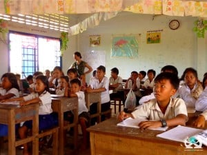 cambodia hand in hand volunteer project classroom teaching
