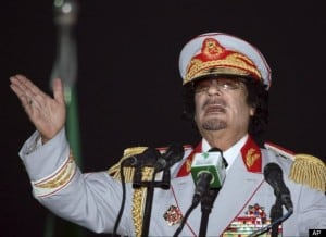 gadhafi in military uniform giving speech