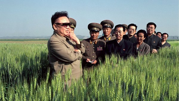 kim jong il in field with military
