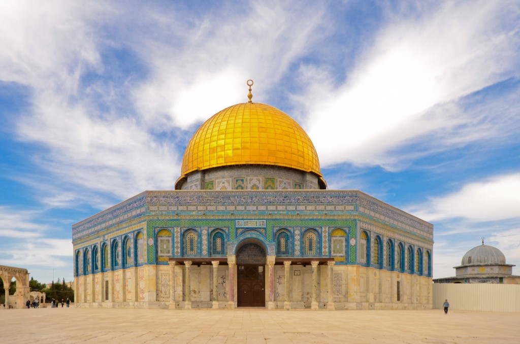 temple mount jerusalem blue partly cloudy skies and golden dome
