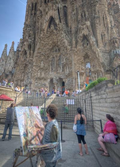 painter painting Sagrada Família barcelona