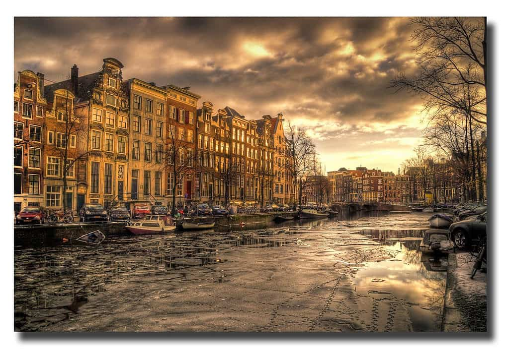 Amsterdam canals, a sight to see during your Amsterdam layover
